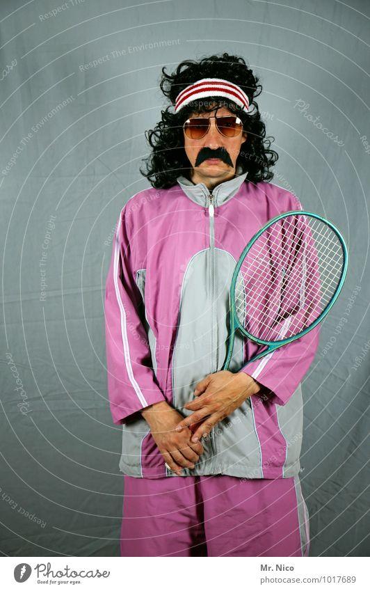game set match Sport Mode rosa Lifestyle maskulin Freizeit & Hobby Coolness retro Körperhaltung Gesichtsausdruck Locken skurril Sonnenbrille schwarzhaarig