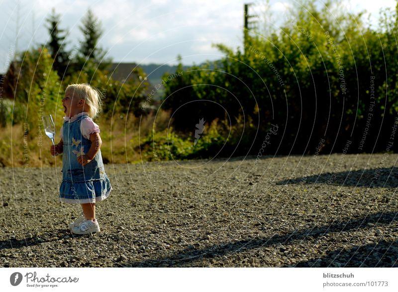 blääääääääääääääh Kind Wasser Mädchen Glas Kommunizieren trinken Kleinkind weinen Frustration Erfrischungsgetränk