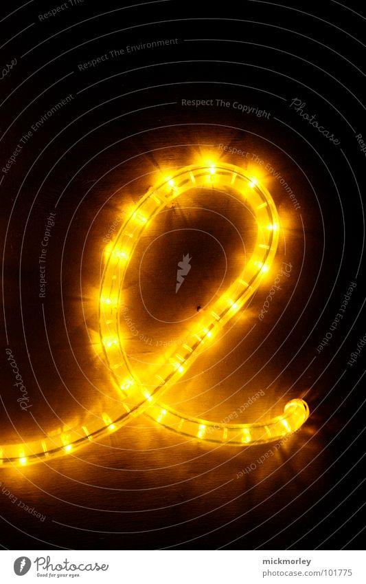 lichtkette 01 Licht Lampe gelb rot dunkel Nacht unheimlich Buchstaben Detailaufnahme Kette Leuchtdiode lichtschlange scary light dark red Ampel schlangenförmig