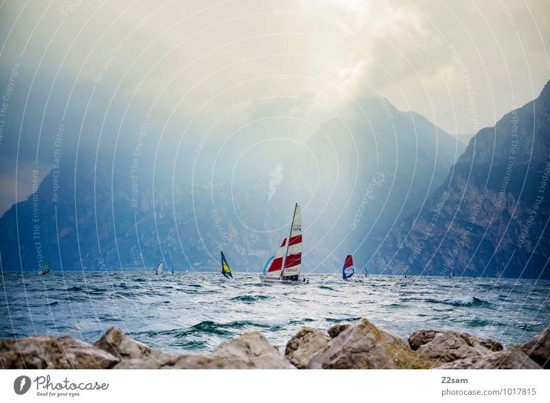 Lago di Garda Himmel Natur Ferien & Urlaub & Reisen Wasser Sommer Sonne Landschaft ruhig Wolken Ferne Umwelt Bewegung natürlich Sport Stein Freizeit & Hobby