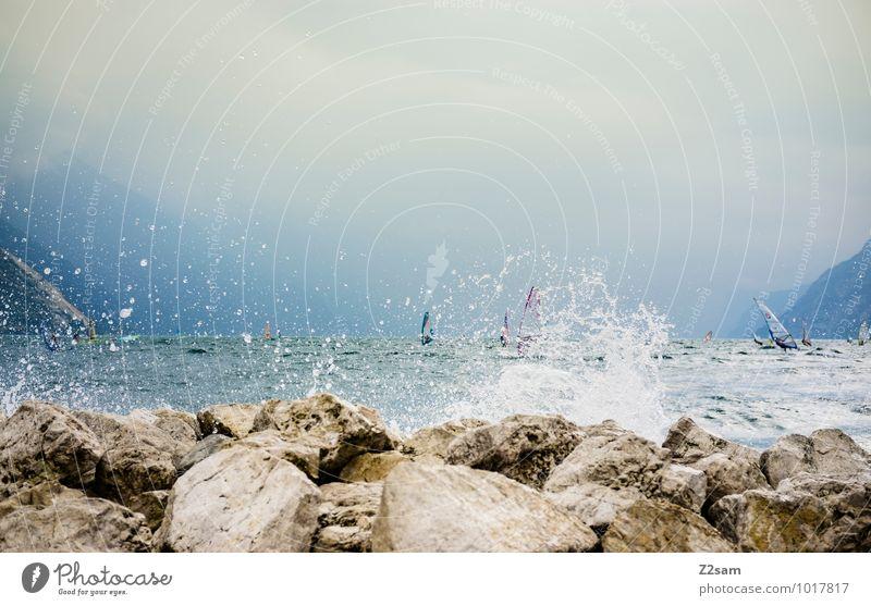 Lago di Garda Lifestyle Stil Freizeit & Hobby Ferien & Urlaub & Reisen Sommerurlaub Windsurfing Natur Landschaft Wasser Himmel Wolken Gewitterwolken Felsen