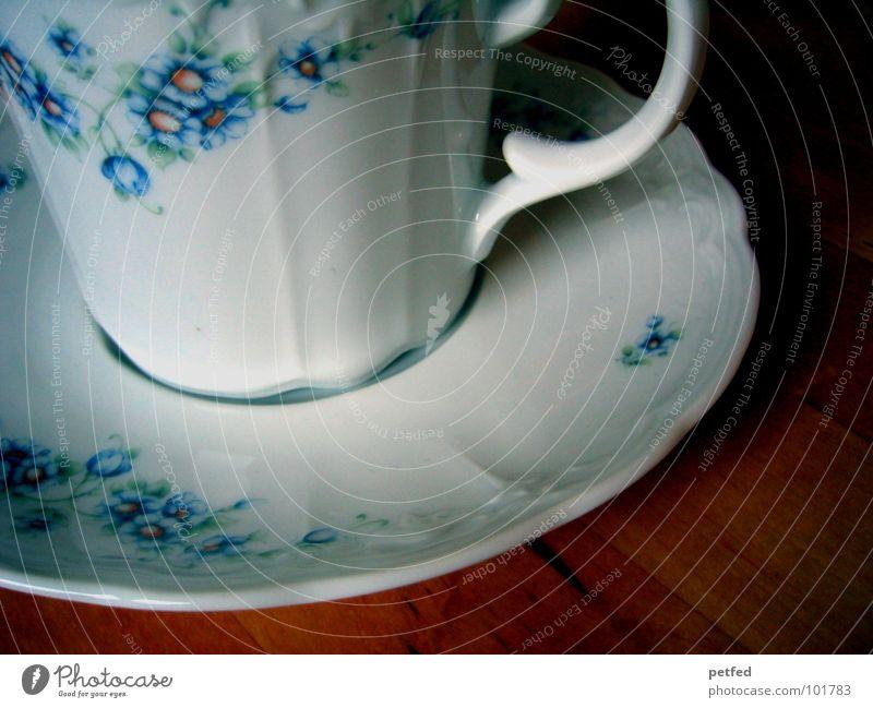 Kaffeekränzchen alt blau weiß Blume Holz Wohnung Freizeit & Hobby Ernährung leer Tisch Geschirr Tee Tasse Backwaren Alkoholisiert