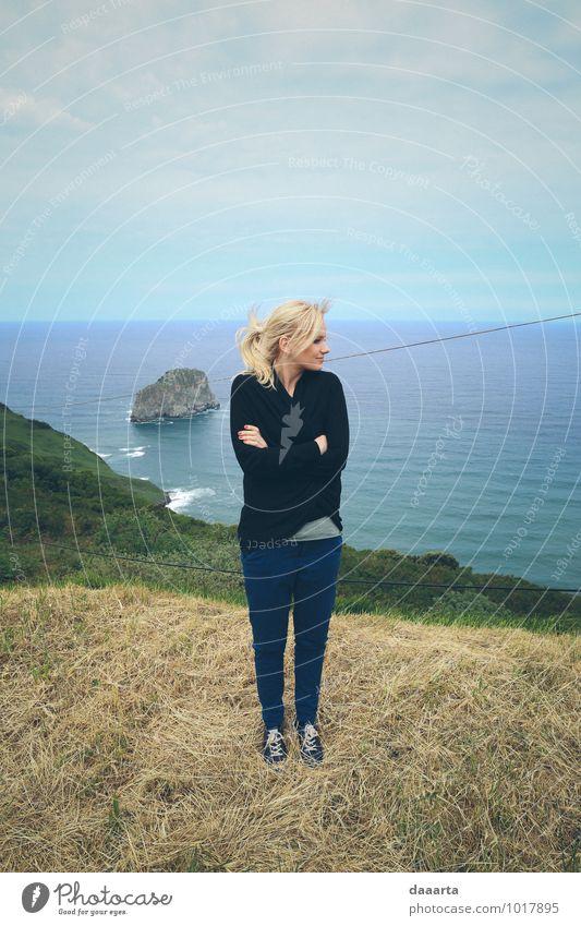 Natur Ferien & Urlaub & Reisen Landschaft Freude Umwelt Gefühle feminin Küste Spielen Glück Freiheit Lifestyle Stimmung Felsen wild Freizeit & Hobby