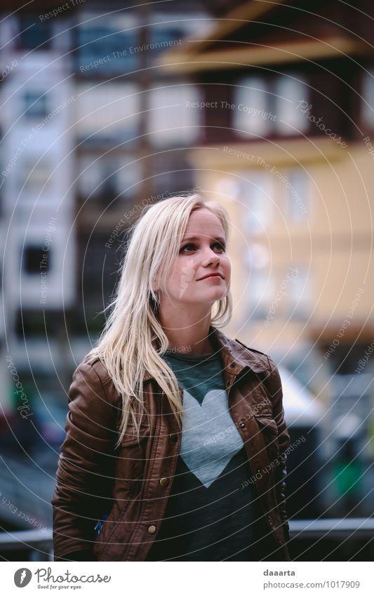 in der Luft Lifestyle elegant Stil Freude Freizeit & Hobby Ausflug Abenteuer Freiheit Städtereise feminin Junge Frau Jugendliche Bermeo Hafenstadt atmen