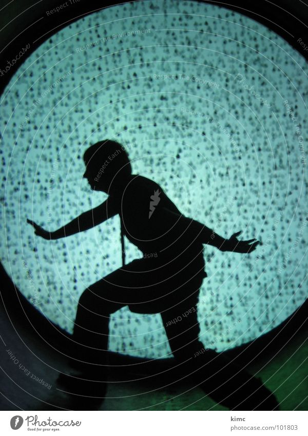 schattenspiel Tunnel Sehnsucht dunkel Frau Kunst Kultur Lampe Mensch Bewegung schreiten Tanzen
