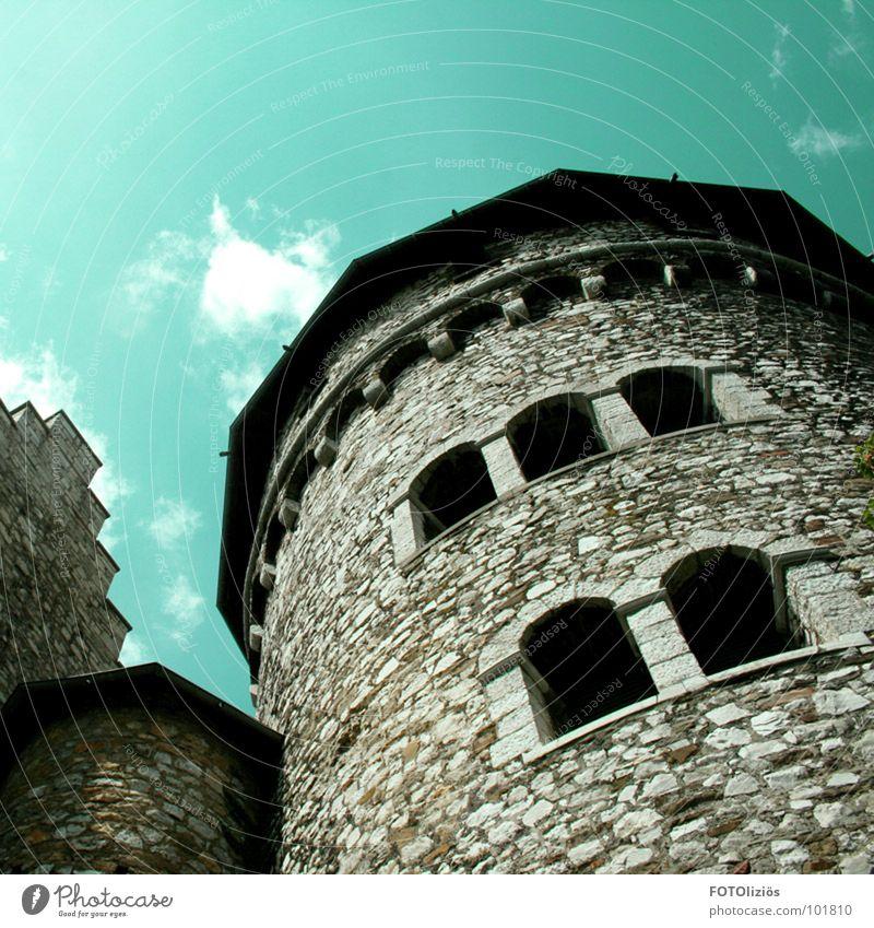 kleinburg-urban alt Himmel Wolken Fenster Stein Mauer Kraft Turm Denkmal historisch Wahrzeichen bauen altmodisch Aachen