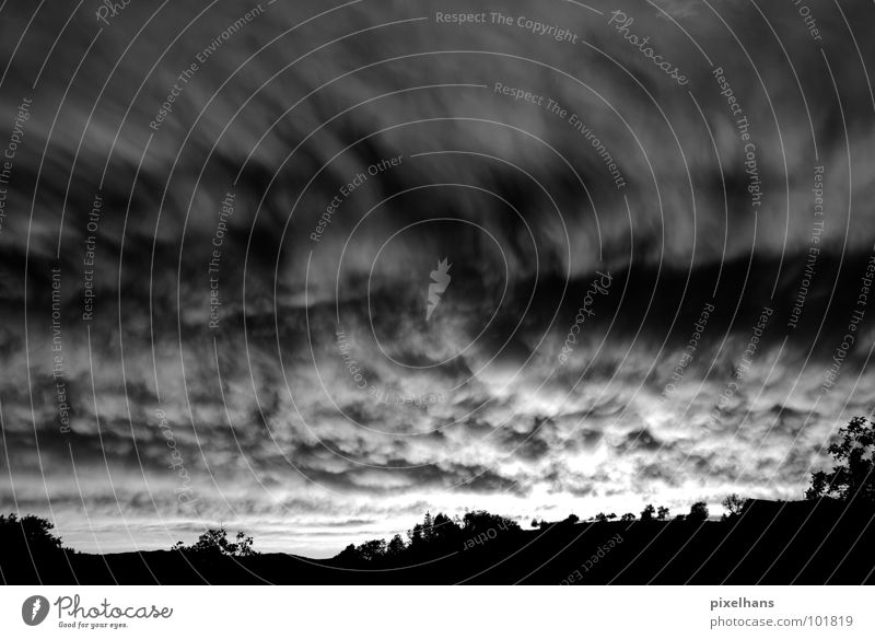 it's the end of the world... Himmel weiß Baum Sommer schwarz Wolken dunkel Berge u. Gebirge grau Landschaft Wind Wetter bedrohlich Sturm Unwetter bizarr