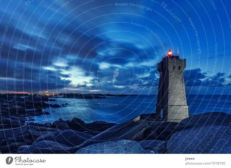 Phare de Ploumanac'h Himmel alt blau Landschaft rot Wolken schwarz Felsen leuchten hoch groß Schönes Wetter Sicherheit Frankreich Leuchtturm Bretagne