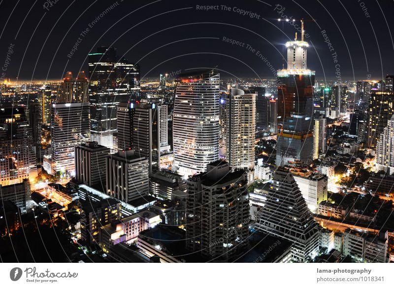 One Night in Bangkok New York City Thailand Asien Stadt Hauptstadt Stadtzentrum Skyline überbevölkert Haus Hochhaus Bauwerk Gebäude Architektur Business Energie