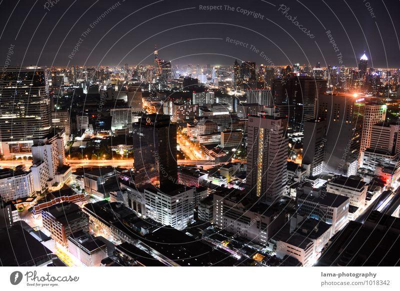 One Night in Bangkok II Fortschritt Zukunft Energiewirtschaft Thailand Asien Stadt Hauptstadt Skyline überbevölkert Haus Hochhaus Gebäude Architektur Verkehr