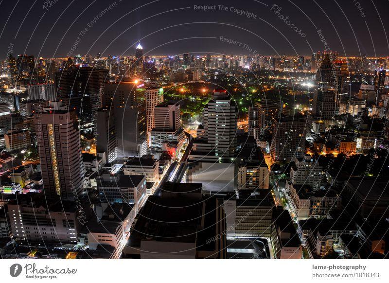 One Night in Bangkok III Stadt Haus Straße Architektur Gebäude Energiewirtschaft Park Hochhaus Asien Skyline Hauptstadt Stadtzentrum Thailand Straßenkreuzung