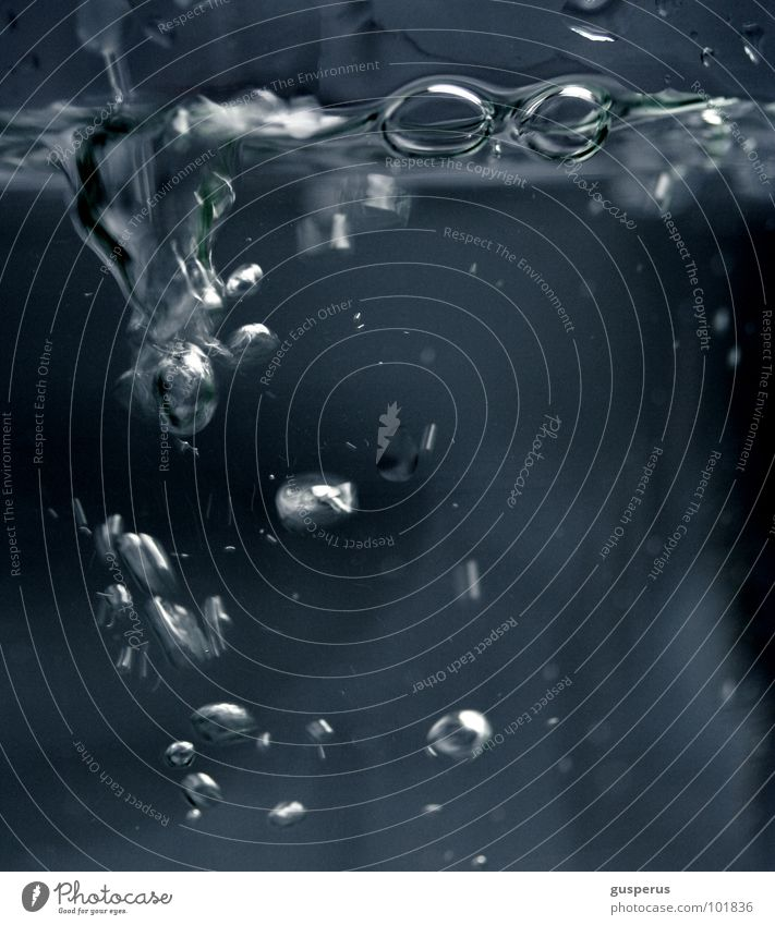 {tiefe} stille Wasser blau Sommer ruhig Farbe dunkel Bewegung Luft hell Glas frisch Kochen & Garen & Backen Brunnen Flüssigkeit Teile u. Stücke Blase