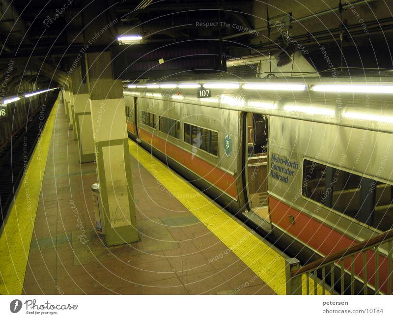 New York Metro Verkehr Eisenbahn Tunnel U-Bahn New York City Untergrund Bahnsteig