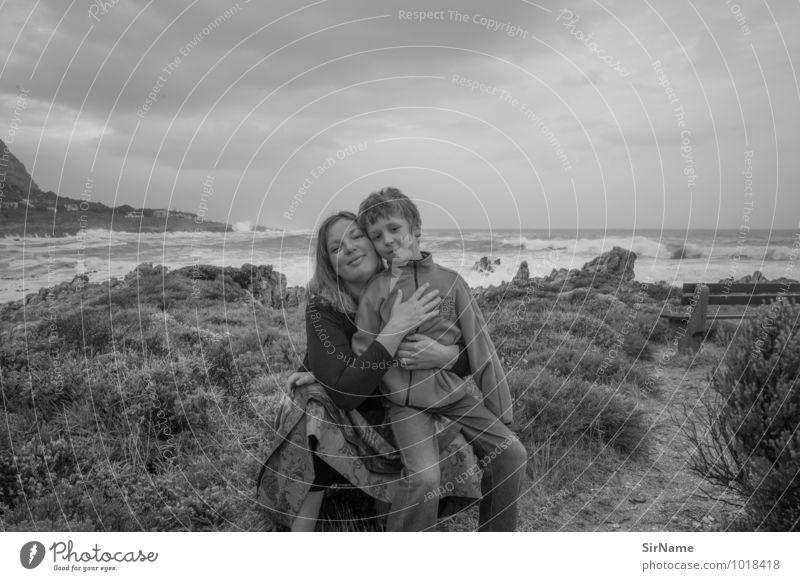 309 [mutter und sohn] Mensch Himmel Kind Ferien & Urlaub & Reisen Jugendliche Junge Frau Meer Landschaft Ferne Erwachsene Küste Liebe Freiheit Lifestyle