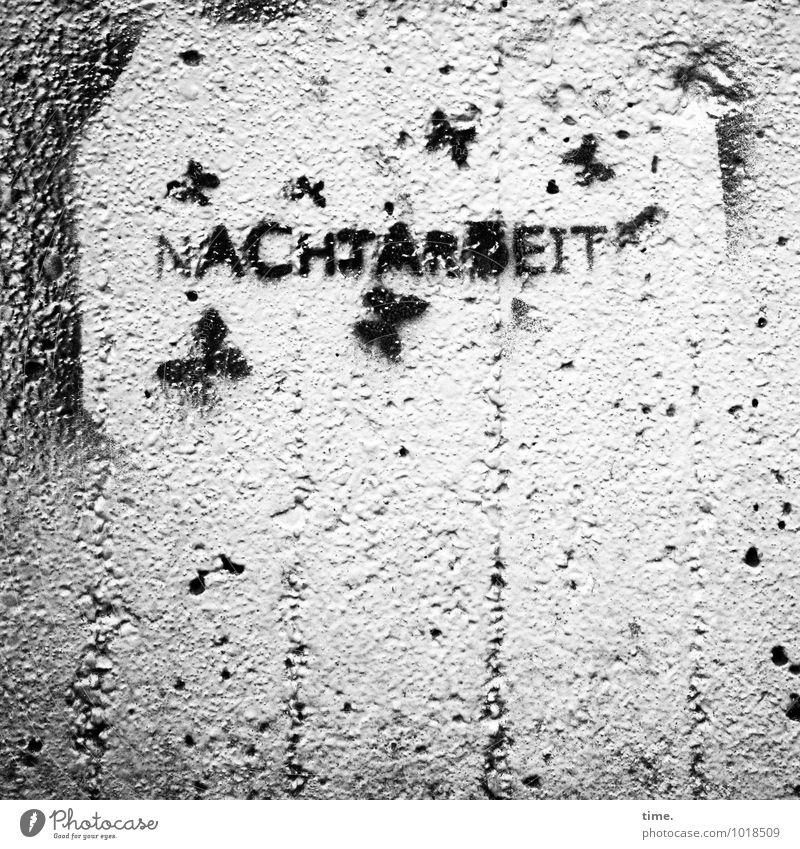 mitunter | grausam dunkel Wand Graffiti Mauer Zeit Stein Stimmung Arbeit & Erwerbstätigkeit Design Ordnung authentisch Schriftzeichen Beton Zeichen planen Macht