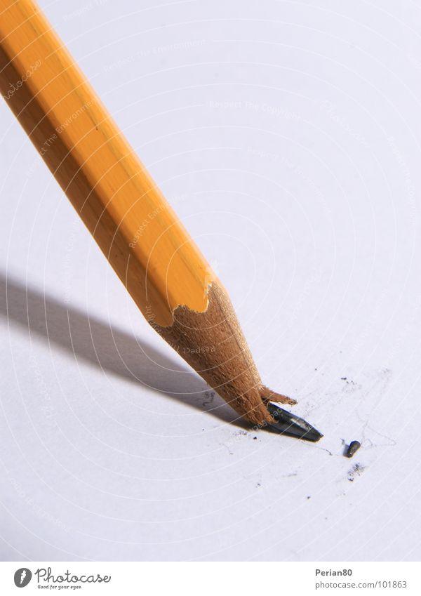 ABBRUCH! (Minenunglück II) Bleistift Schreibstift kaputt Nahaufnahme Makroaufnahme Bleistiffte Pencil orange break Bruchstück schreiben Schreibwerkzeug Desaster