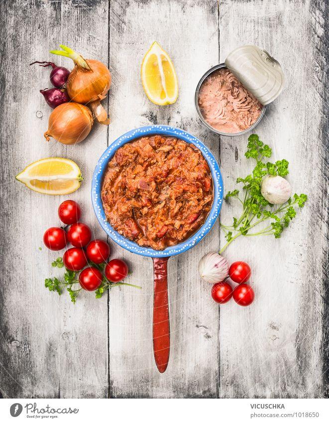 Tomatensoße mit Tunfisch und Zutaten grün weiß rot Gesunde Ernährung gelb Stil Lebensmittel Design Küche Fisch Kräuter & Gewürze Gemüse Bioprodukte Geschirr