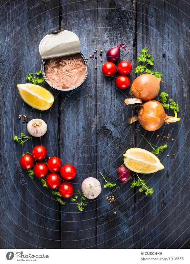 Tomatensauce mit Thunfisch, Zutataten Lebensmittel Fisch Gemüse Kräuter & Gewürze Öl Ernährung Mittagessen Festessen Bioprodukte Vegetarische Ernährung Diät