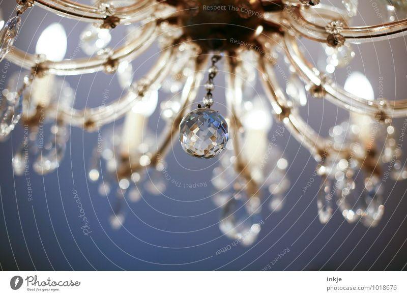 Prunkstück Lifestyle Reichtum elegant Stil Häusliches Leben Wohnung Innenarchitektur Dekoration & Verzierung Lampe Leuchter Kronleuchter Kristallkugel