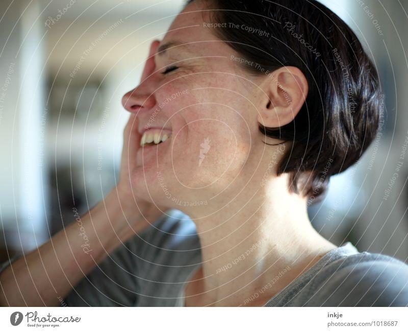 Lachfältchen Lifestyle Stil Freude Freizeit & Hobby Frau Erwachsene Leben Kopf Gesicht 1 Mensch 30-45 Jahre schwarzhaarig kurzhaarig Lächeln lachen