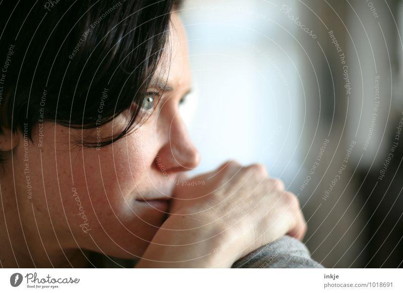 :) Lifestyle Stil Freizeit & Hobby Frau Erwachsene Leben Gesicht 1 Mensch 30-45 Jahre schwarzhaarig brünett Lächeln Blick träumen warten authentisch schön