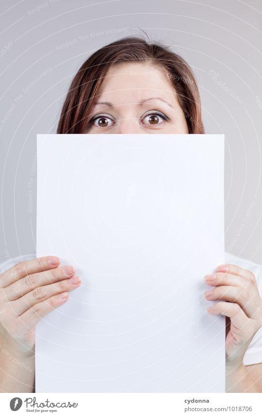 Blatt vorm Mund Mensch Jugendliche Junge Frau 18-30 Jahre Erwachsene Gesicht Leben Lifestyle Business leer Beginn Kreativität Textfreiraum Kommunizieren Studium Idee