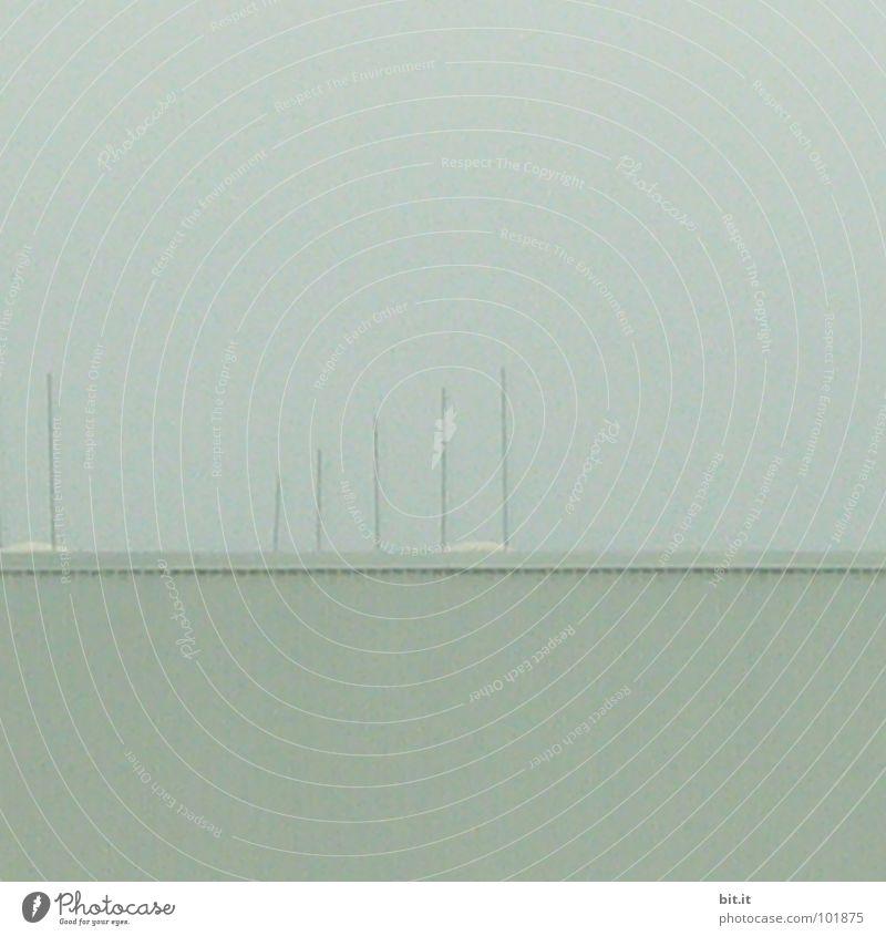zarte Stäbchen Wand Haus Nebel Dach Wolken leicht See Ferien & Urlaub & Reisen Meer Erholung ehrwürdig vertikal standhaft parallel Sportboot Jachthafen