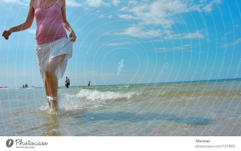 am_meer Frau blau Wasser Ferien & Urlaub & Reisen Meer Sommer Strand Freude Wolken ruhig Gefühle Wärme Freiheit Küste See Horizont