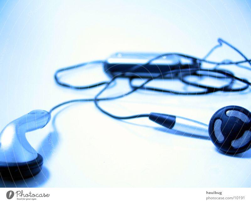 MusikLeere MP3-Player ruhig weiß Denken Erholung Einsamkeit Entertainment Nahaufnahme leer blau Technik & Technologie Kabel hell Nachdenken