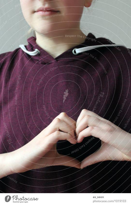 In my heart II Mädchen Familie & Verwandtschaft Jugendliche Leben Hand Finger 1 Mensch 8-13 Jahre Kind Kindheit 13-18 Jahre Herz authentisch Freundlichkeit