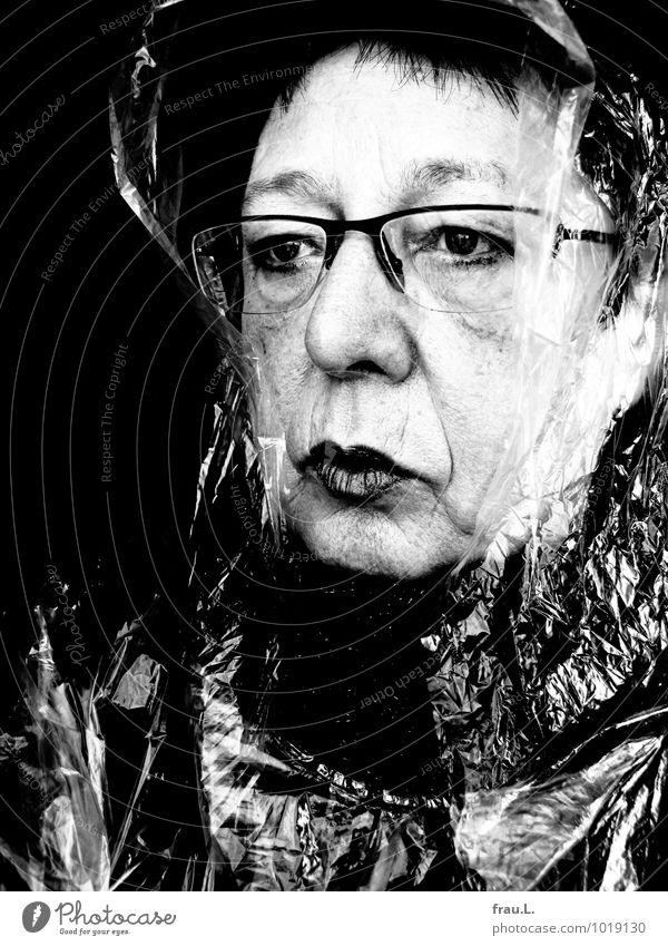 Missgunst Lippenstift Mensch feminin Frau Erwachsene Weiblicher Senior Leben Gesicht 1 60 und älter Regencape Kunststoff Brille schwarzhaarig kurzhaarig Pony