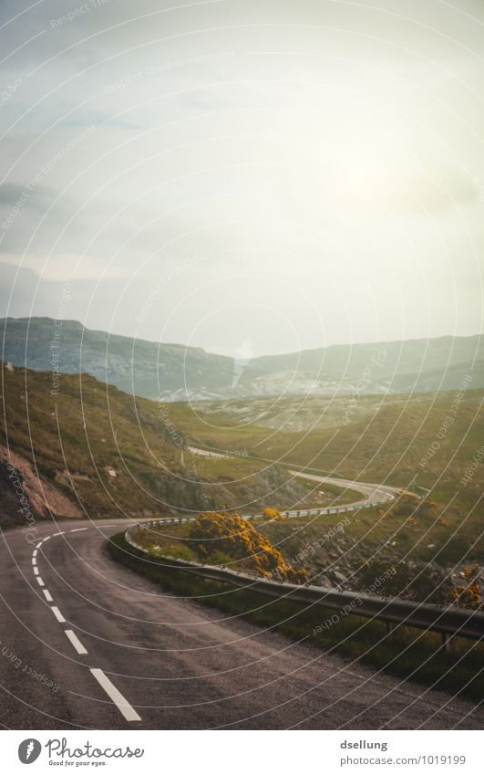 fernweh. Himmel Natur Sommer Erholung Landschaft Wolken Straße Wiese Wege & Pfade Frühling Felsen Klima fantastisch Beginn Zukunft Schönes Wetter