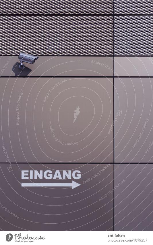 Zur totalen Überwachung bitte hier lang Stadt Haus Architektur grau braun Fassade Technik & Technologie beobachten bedrohlich Schutz Neugier Bankgebäude