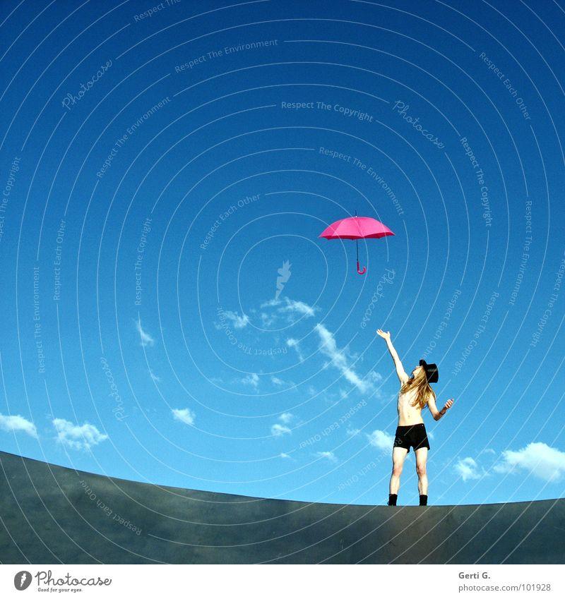 you can get it if you really want Mann Junger Mann langhaarig blond dünn Regenschirm Patron Dürre rosa weiß gestikulieren Wolken himmlisch himmelblau sommerlich