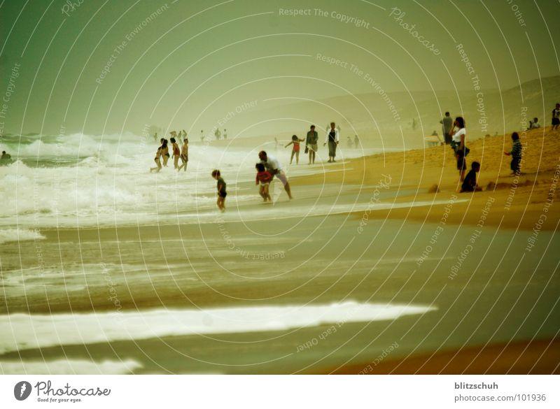 beachlife Mensch Wasser schön Ferien & Urlaub & Reisen Meer Sommer Strand Freude Leben Gefühle Menschengruppe Zusammensein Wellen Wildtier Nebel Frieden