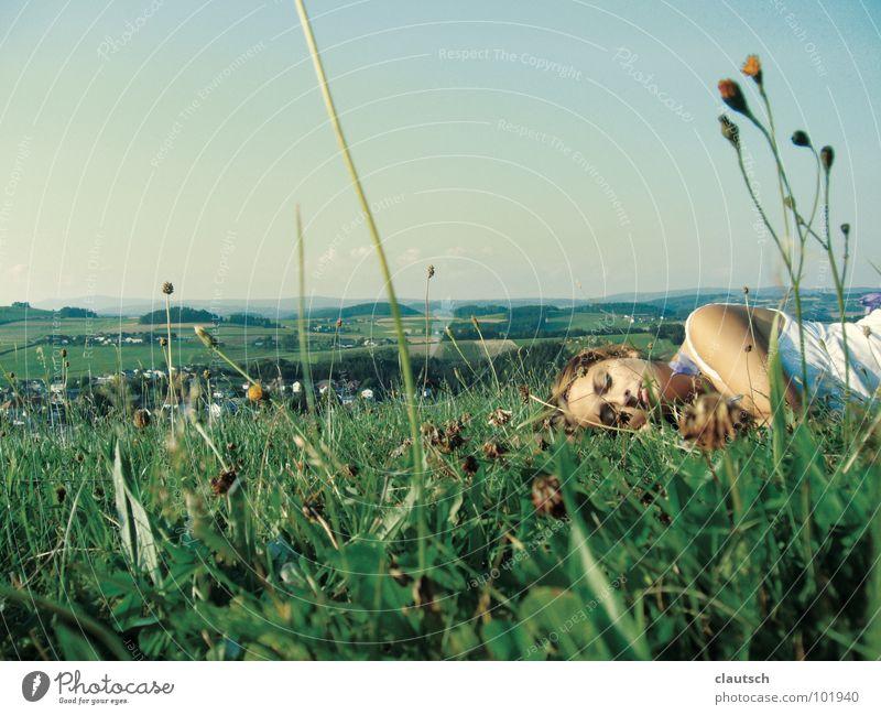 wiesenduft Frau Natur Himmel Blume Sommer ruhig Erholung Wiese Gefühle Gras Berge u. Gebirge Frühling Landschaft groß schlafen liegen