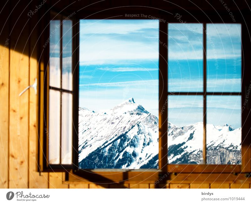 Ausblick Himmel Natur blau Sonne ruhig Winter Fenster gelb Berge u. Gebirge Schnee Holz Häusliches Leben Idylle offen frisch ästhetisch