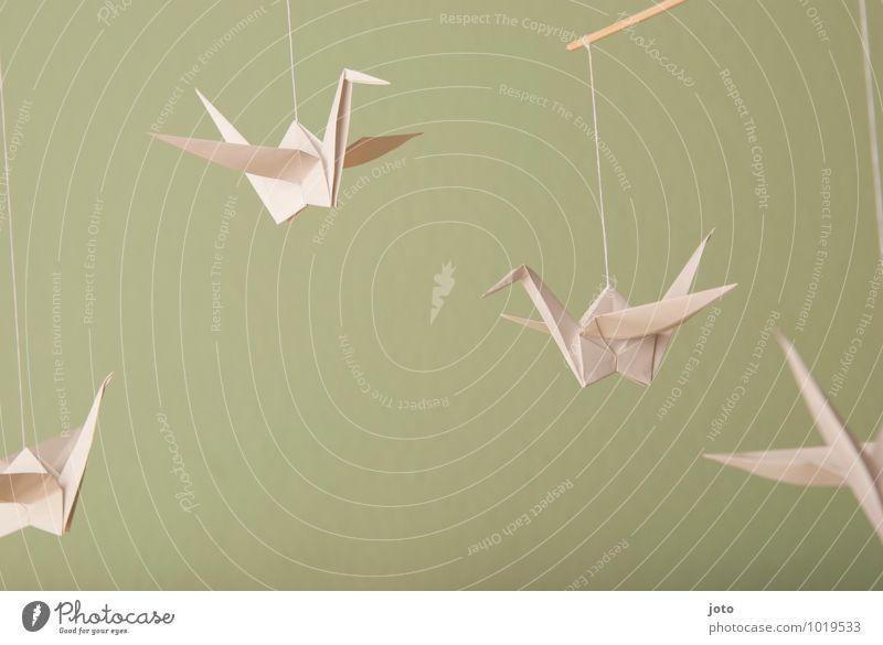 schwebende kraniche Design Zufriedenheit Erholung ruhig Taufe Kindheit Tier Vogel Papier fliegen hängen frei maritim modern nachhaltig Gelassenheit Leichtigkeit