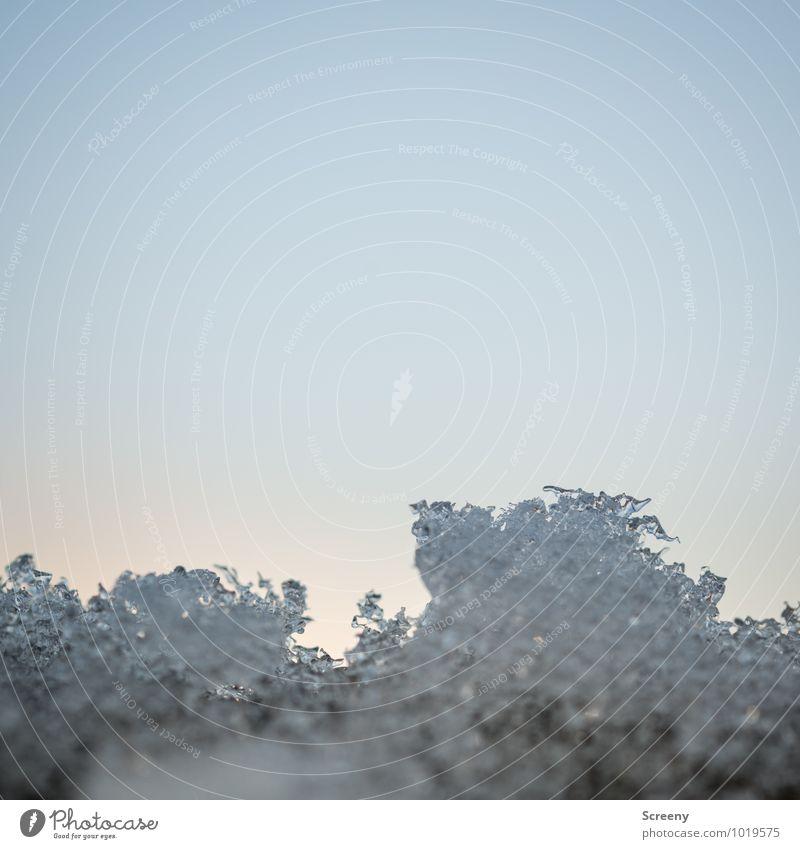 Schmelze Himmel Natur Winter kalt Umwelt Schnee Eis Vergänglichkeit Frost Wolkenloser Himmel Flüssigkeit Eiskristall schmelzen Schneeschmelze
