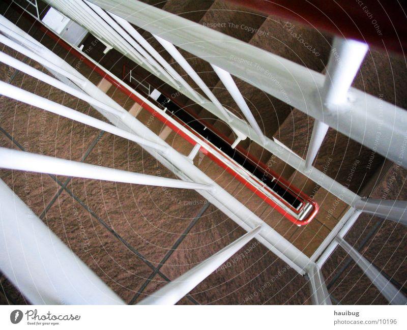 Hier gehts nach Unten unten Architektur Treppe Niveau tief