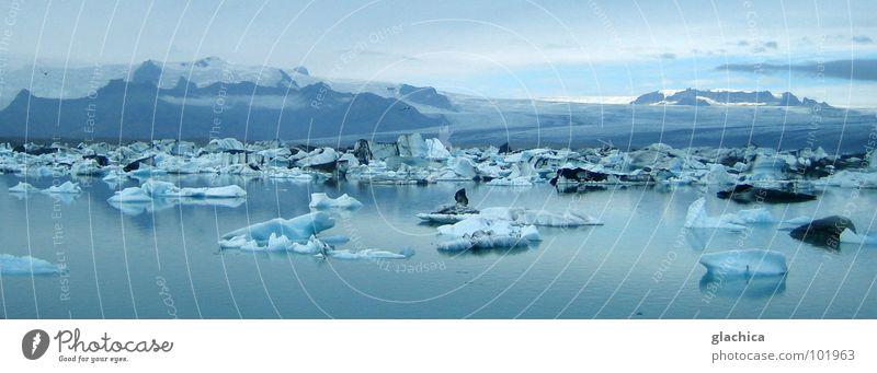 Blauer Zauber Island Sommer Winter Nordeuropa Meer See Eis kalt weiß Unendlichkeit Ewigkeit ungeheuerlich ruhig reibungslos Jökulsárlón Lagune Gletscher