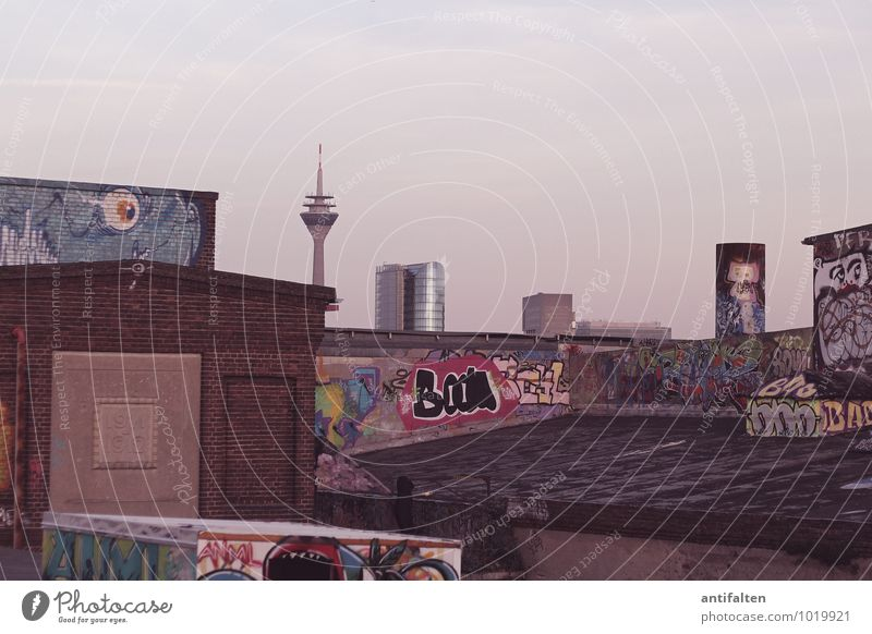 Bau-BOOM in Düsseldorf Stadt Winter Architektur Graffiti Herbst Kunst Lifestyle Häusliches Leben authentisch Schriftzeichen Dach Zeichen Grafik u. Illustration