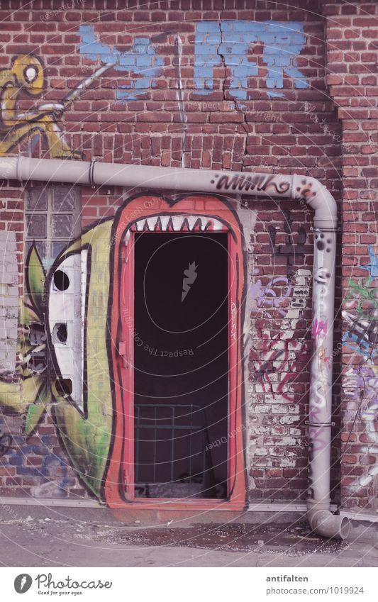 Mal richtig das Maul aufreißen! Stadt Wand Graffiti Mauer Kunst Lifestyle Fassade Freizeit & Hobby verrückt Zeichen Fabrik Verfall Backstein trashig Eisenrohr