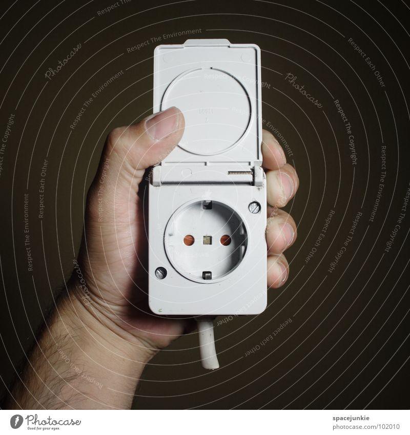 Give me the Power! Hand Freude Kraft lustig Energiewirtschaft Elektrizität Netzwerk gefährlich Kabel bedrohlich festhalten skurril Humor elektronisch Steckdose
