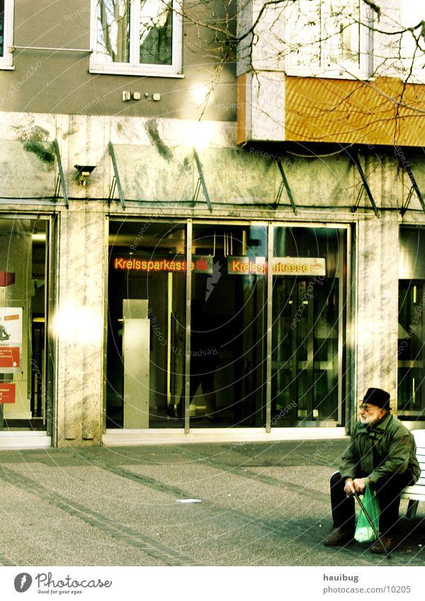 Einsam in der Straße#1 Einsamkeit leer Denken Mann nachdenken alt