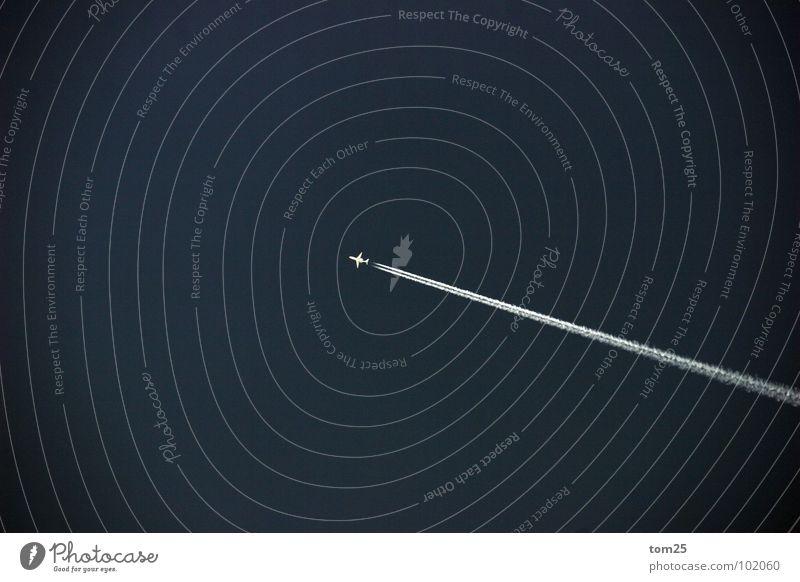 Up and away Flugzeug Kondensstreifen weiß klein Geschwindigkeit Ferne Elektrisches Gerät Technik & Technologie Kraft Himmel Einsamkeit blau