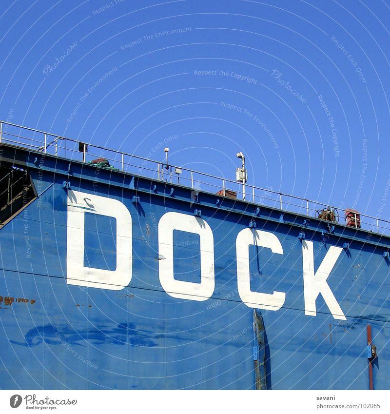 einfach blau Himmel blau weiß Sommer Wand Mauer Wasserfahrzeug Hamburg Schriftzeichen Fluss Buchstaben Hafen Schönes Wetter Elbe Dock Schiffswerft