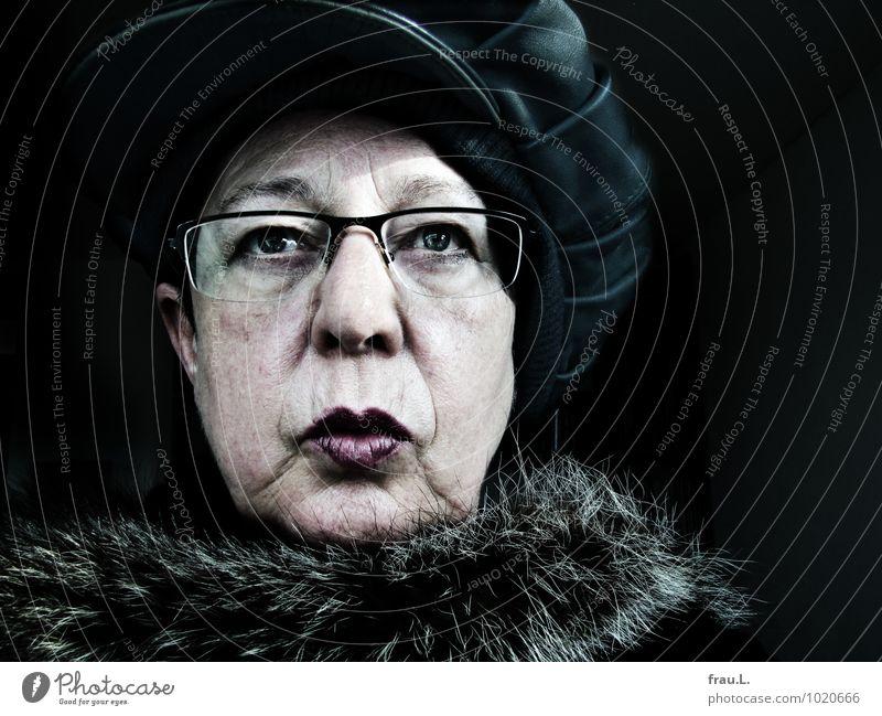Missmut Stil Mensch feminin Frau Erwachsene Weiblicher Senior Leben Gesicht 1 60 und älter Pelzmantel Brille Mütze Blick hässlich einzigartig Hochmut Ärger