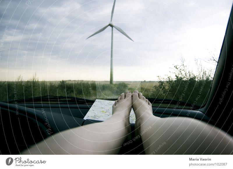 Wenn der Fahrer mal aufs Örtchen muss... Himmel Ferien & Urlaub & Reisen Wolken dunkel Erholung Fuß PKW Beine Wetter Umwelt Industrie Energiewirtschaft Elektrizität Pause Windkraftanlage Gewitter