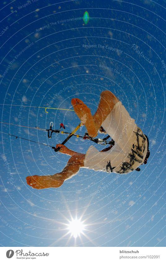 beach kiten Himmel Ferien & Urlaub & Reisen blau Sonne Meer Freude Leben Sport Spielen Sand springen Freizeit & Hobby Aktion Kraft Wind Frieden